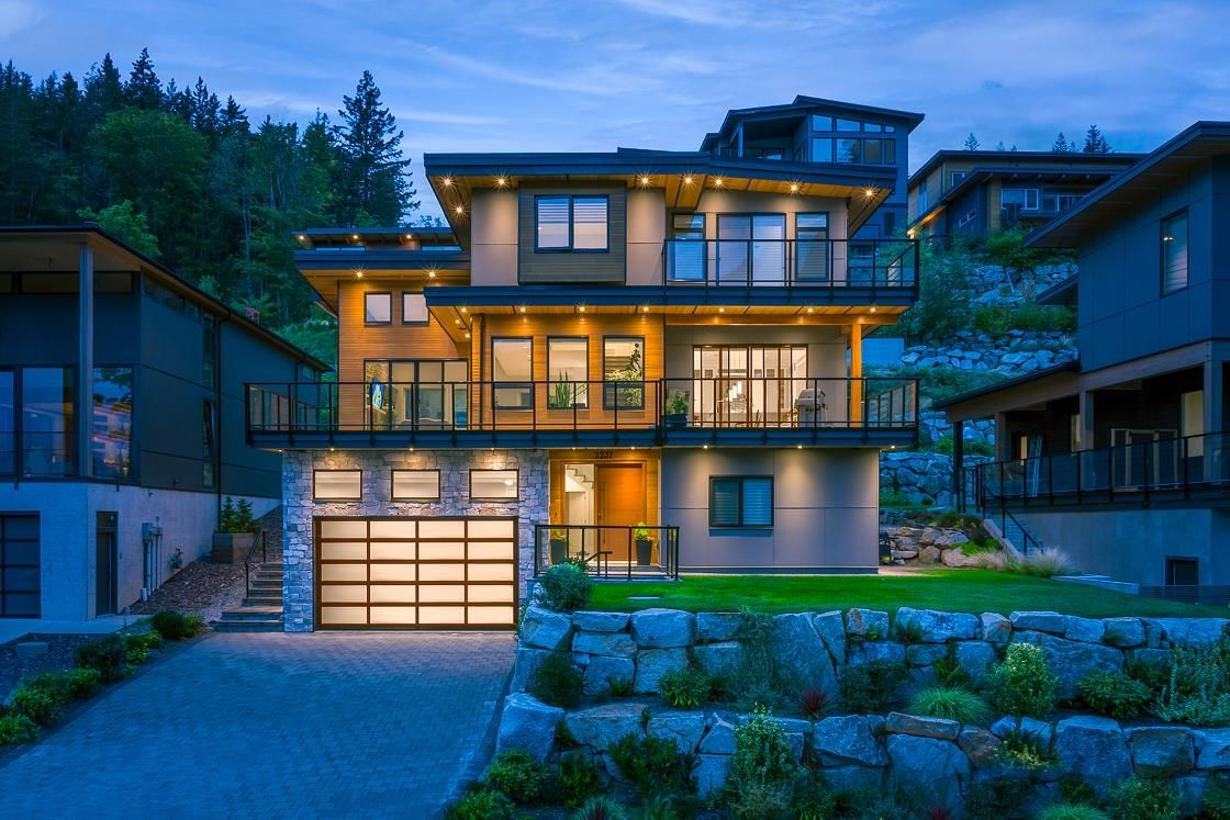 """Main Photo: 2237 WINDSAIL Place in Squamish: Plateau House for sale in """"Crumpit Woods"""" : MLS®# R2621159"""