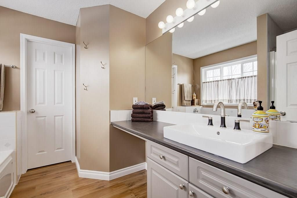 Photo 16: Photos: 32 INVERNESS Boulevard SE in Calgary: McKenzie Towne House for sale : MLS®# C4175544