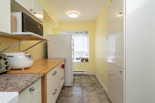 """Photo 5: 36 6670 RUMBLE Street in Burnaby: South Slope Townhouse for sale in """"MERIDIAN BY THE PARK"""" (Burnaby South)  : MLS®# R2603562"""