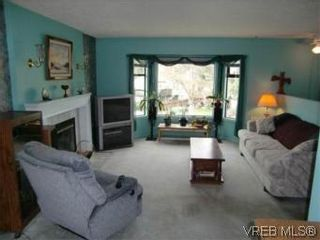 Photo 3: 10 Conard St in VICTORIA: VR Hospital House for sale (View Royal)  : MLS®# 528503
