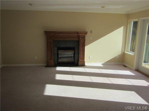 Photo 8: Photos: 725 Martlett Dr in VICTORIA: Hi Western Highlands House for sale (Highlands)  : MLS®# 662045