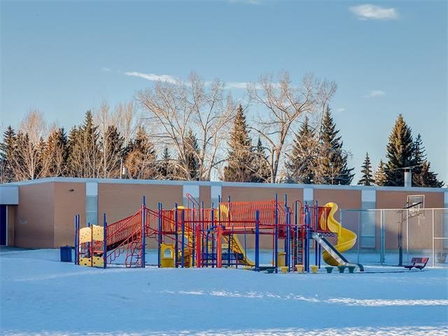 Photo 47: Photos: 7016 KENOSEE Place SW in Calgary: Kelvin Grove House for sale : MLS®# C4055215