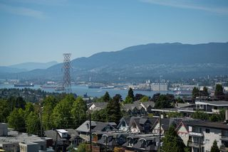 """Photo 2: 1104 3920 HASTINGS Street in Burnaby: Vancouver Heights Condo for sale in """"Ingleton Place"""" (Burnaby North)  : MLS®# R2480772"""