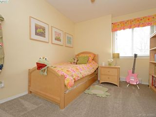 Photo 11: 4071 Santa Anita Ave in VICTORIA: SW Strawberry Vale House for sale (Saanich West)  : MLS®# 783110