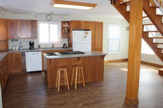 Photo 2: 625 10th Avenue: Montrose House for sale