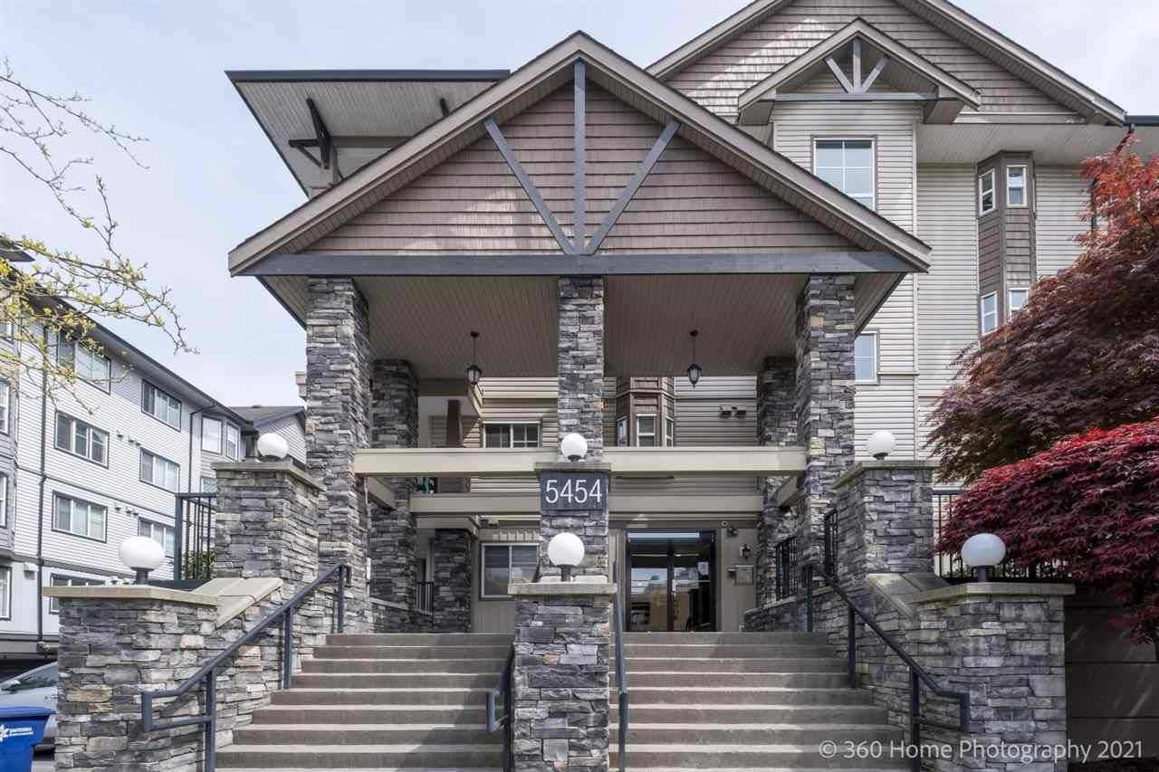 Main Photo: 210 5454 198 Street in Langley: Langley City Condo for sale : MLS®# R2575983