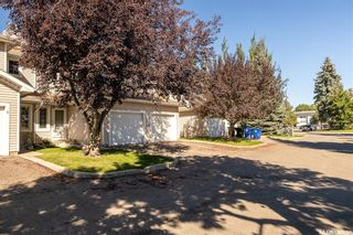 Photo 2: 4 215 Pinehouse Drive in Saskatoon: Lawson Heights Residential for sale : MLS®# SK870011