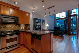 Photo 4: 105 10 RENAISSANCE SQUARE in New Westminster: Quay Condo for sale : MLS®# R2188809