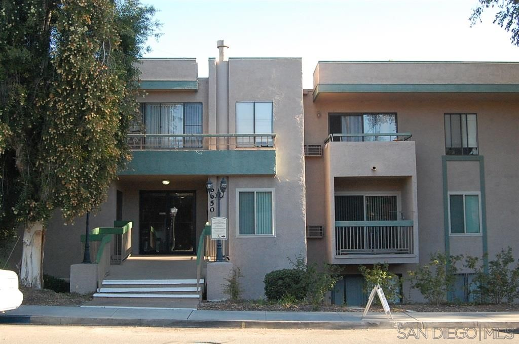Main Photo: SAN DIEGO Condo for rent : 1 bedrooms : 6650 Amherst St #12A