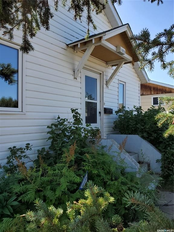 Main Photo: 1079 4th Street East in Prince Albert: East Flat Residential for sale : MLS®# SK842619