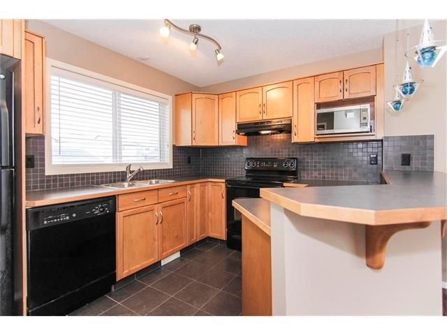 Photo 7: Photos: 136 EVERSYDE Boulevard SW in Calgary: Evergreen House for sale : MLS®# C4081553