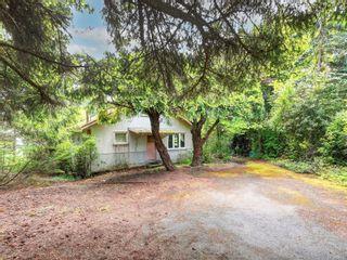 Photo 1: 8369 Lochside Dr in Central Saanich: CS Saanichton House for sale : MLS®# 877182