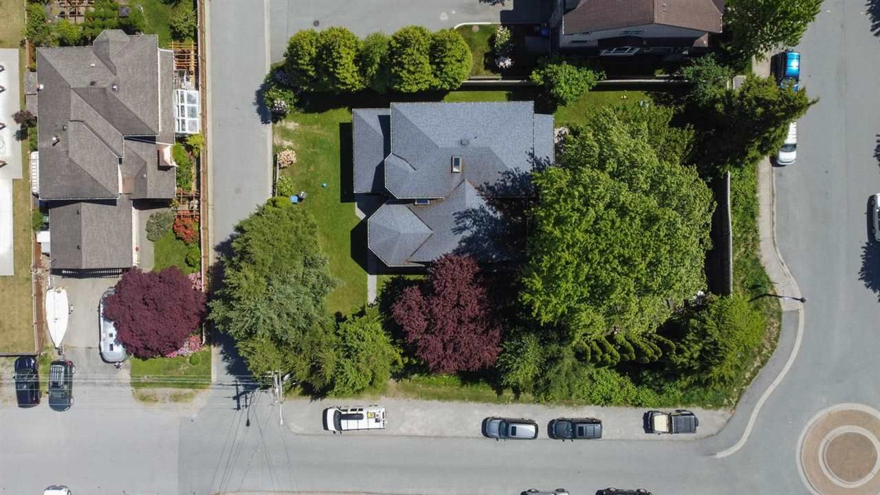 Main Photo: 37916 FIFTH Avenue in Squamish: Downtown SQ House for sale : MLS®# R2590745