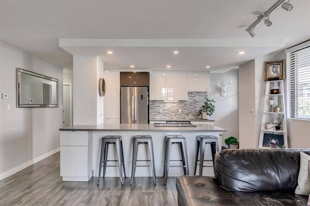 Main Photo: 401 215 14 Avenue SW in Calgary: Beltline Apartment for sale : MLS®# A1143280