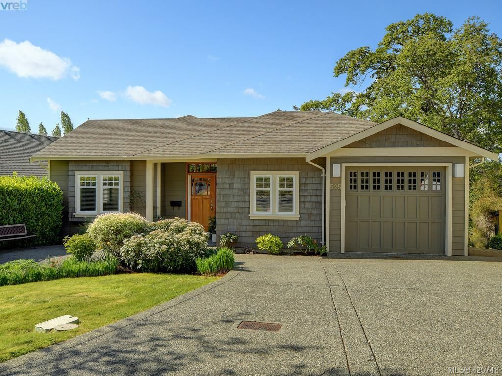 Main Photo: 525 Caselton Pl in VICTORIA: SW Royal Oak House for sale (Saanich West)  : MLS®# 838870