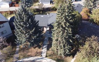 Photo 3: 1931 Pinetree Crescent NE in Calgary: Pineridge Detached for sale : MLS®# A1153335
