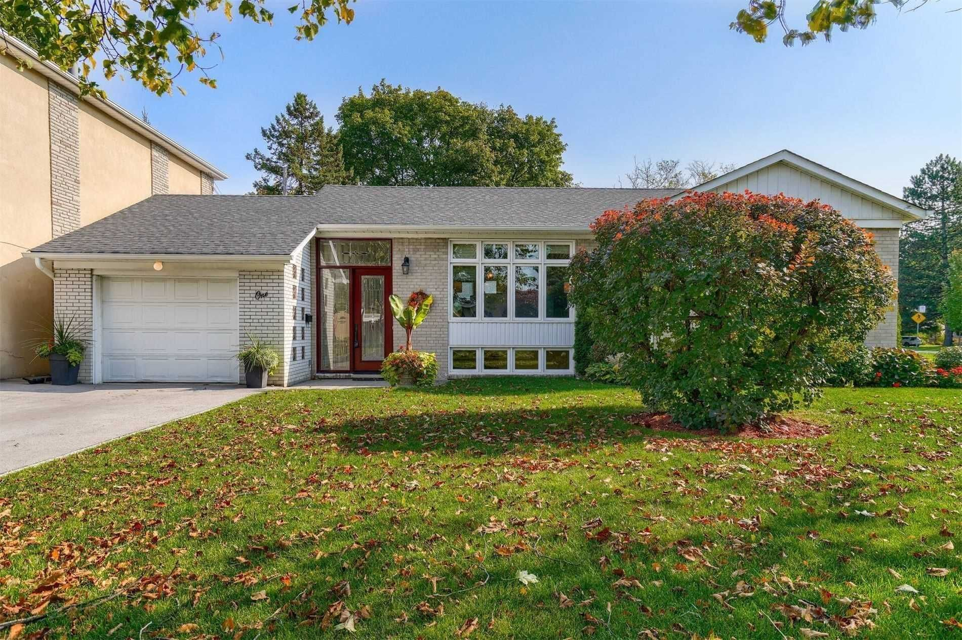 Main Photo: 1 Yewfield Crescent in Toronto: Banbury-Don Mills House (Bungalow) for lease (Toronto C13)  : MLS®# C4997589