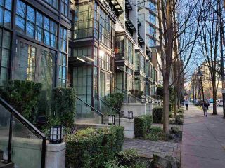 "Main Photo: 1243 SEYMOUR Street in Vancouver: Downtown VW Townhouse for sale in ""elan"" (Vancouver West)  : MLS®# R2519042"