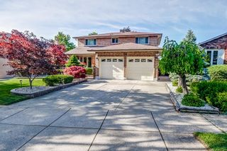 Main Photo: 37 GLEN CANNON Drive in Stoney Creek: Residential for sale : MLS®# H4115958