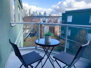 "Photo 7: 303 1550 MARINER WALK in Vancouver: False Creek Condo for sale in ""Mariner Point"" (Vancouver West)  : MLS®# R2441807"