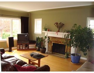 Photo 2: 2403 W 19TH Avenue in Vancouver: Arbutus House for sale (Vancouver West)  : MLS®# V708396