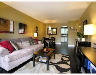 """Photo 1: 306 1011 4TH Avenue in New_Westminster: Uptown NW Condo for sale in """"CRESTWELL MANOR"""" (New Westminster)  : MLS®# V718301"""