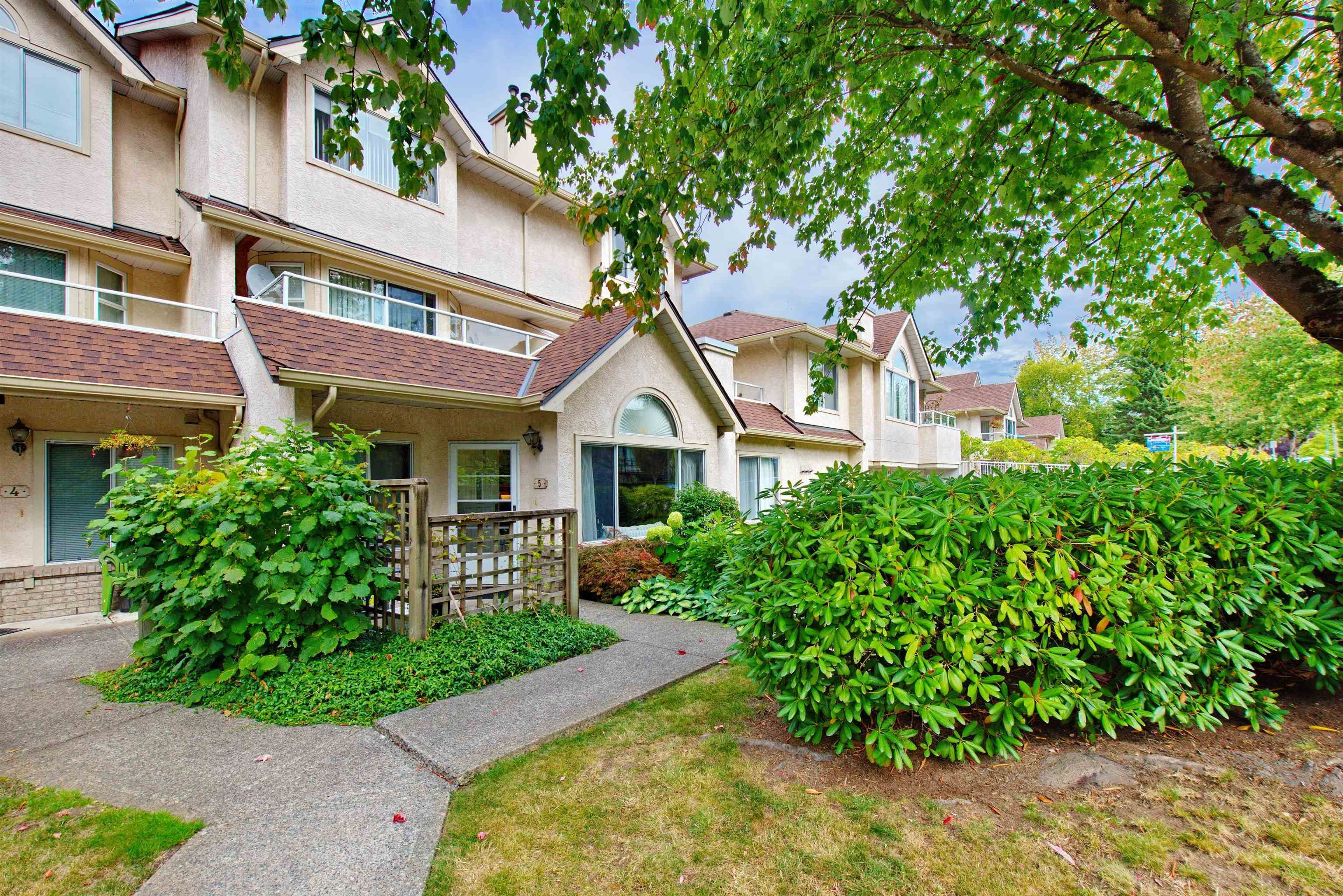 """Main Photo: 5 3701 THURSTON Street in Burnaby: Central Park BS Townhouse for sale in """"THURSTON GARDENS"""" (Burnaby South)  : MLS®# R2615333"""
