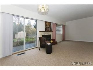 Photo 6: 870 Violet Avenue in VICTORIA: SW Marigold Residential for sale (Saanich West)  : MLS®# 304791