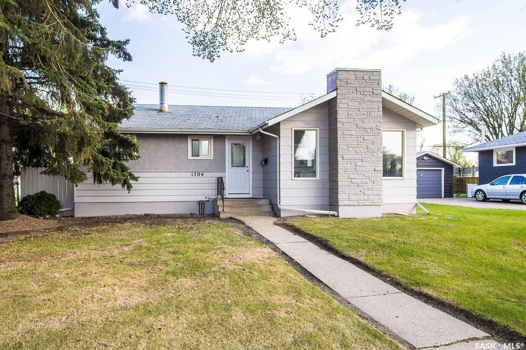 Main Photo: 1704 Wilson Crescent in Saskatoon: Nutana Park Residential for sale : MLS®# SK732207