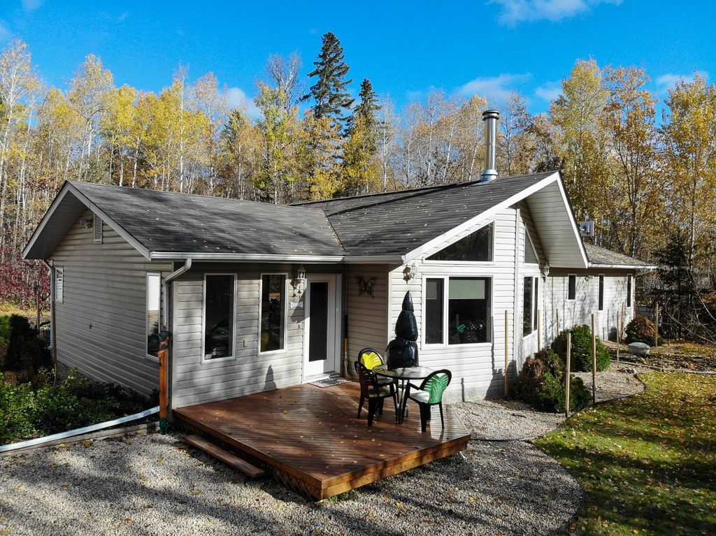 Main Photo: 22 Wood Duck Bend in Lac Du Bonnet RM: Cape Coppermine Residential for sale (R28)  : MLS®# 202003267