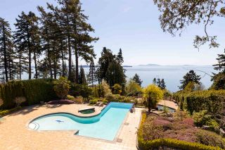 """Photo 3: 13778 MARINE Drive: White Rock House for sale in """"WHITE ROCK"""" (South Surrey White Rock)  : MLS®# R2568482"""