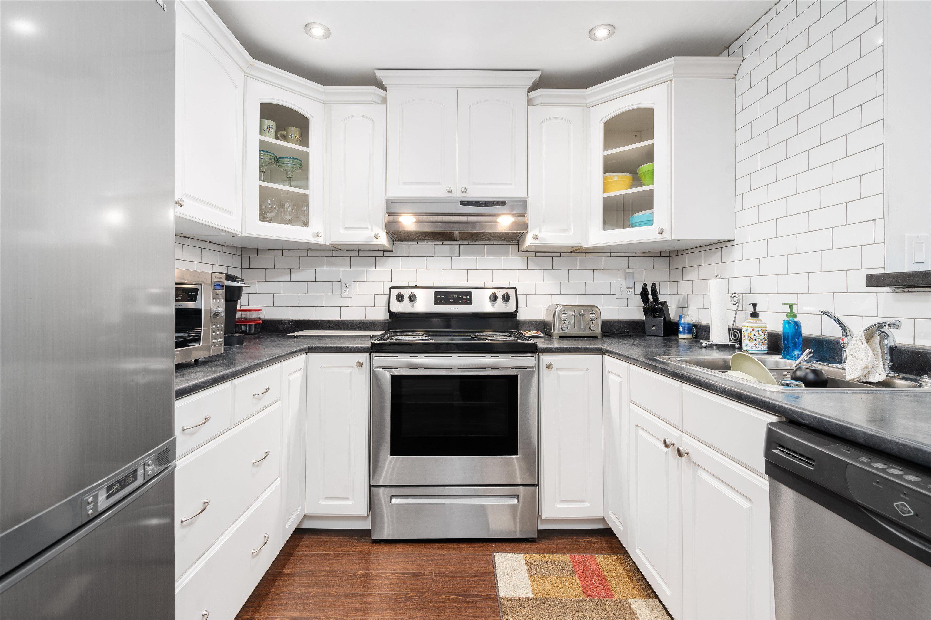 Photo 3: Photos: B204 4821 53 STREET in Delta: Hawthorne Condo for sale (Ladner)  : MLS®# R2611063