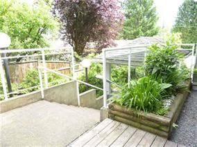 Photo 3: 203 11671 FRASER Street in Maple Ridge: East Central Condo for sale : MLS®# R2161896
