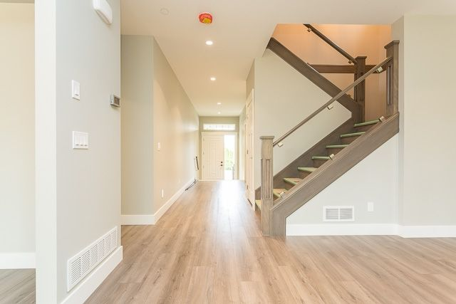 """Photo 5: Photos: 21449 121 Avenue in Maple Ridge: West Central House for sale in """"WEST MAPLE RIDGE"""" : MLS®# R2167612"""