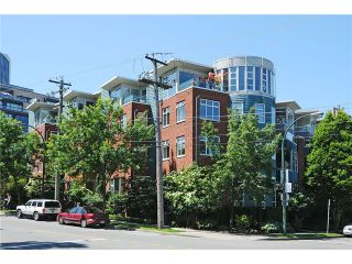 """Photo 1: 2325 ASH Street in Vancouver: Fairview VW Townhouse for sale in """"OMEGA CITIHOMES"""" (Vancouver West)  : MLS®# V846848"""