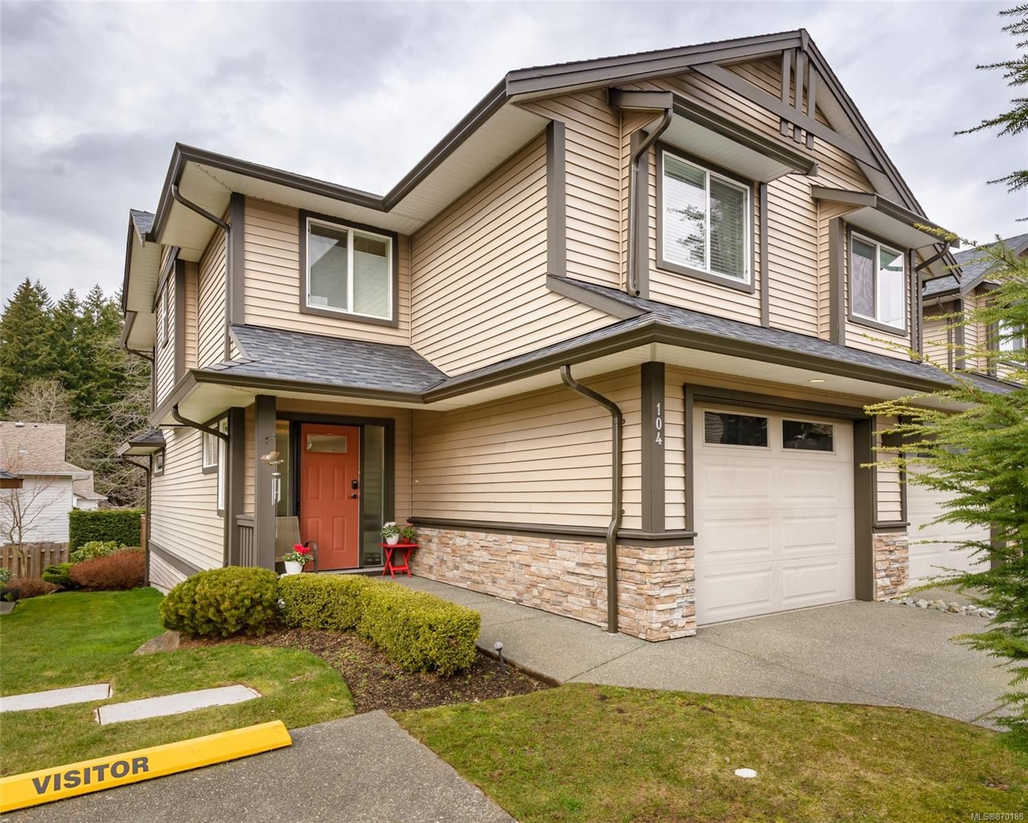 Main Photo: 104 4699 Muir Rd in : CV Courtenay East Row/Townhouse for sale (Comox Valley)  : MLS®# 870188
