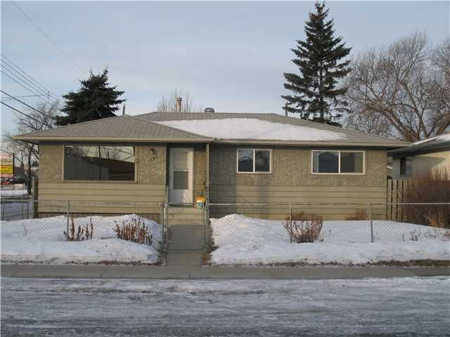 Main Photo: 1725 45 Street SE in CALGARY: Forest Lawn Residential Detached Single Family for sale (Calgary)  : MLS®# C3550998