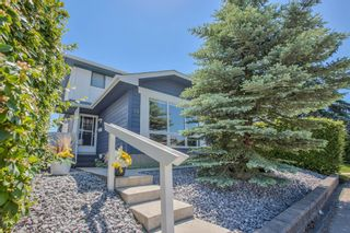 Photo 1: 23 Woodglen Crescent SW in Calgary: Woodbine Detached for sale : MLS®# A1124868