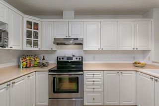"Photo 4: 302 1085 W 17TH Street in North Vancouver: Pemberton NV Condo for sale in ""LLOYD REGENCY"" : MLS®# R2161114"