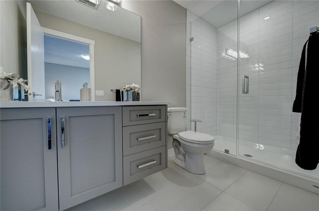 Photo 27: Photos: 210 OAKMOOR Place SW in Calgary: Oakridge House for sale : MLS®# C4111441