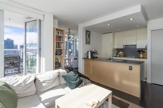 """Photo 3: 1805 161 W GEORGIA Street in Vancouver: Downtown VW Condo for sale in """"COSMO"""" (Vancouver West)  : MLS®# R2620825"""