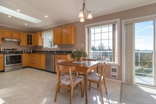 Photo 15: 1225 Tall Tree Pl in : SW Strawberry Vale House for sale (Saanich West)  : MLS®# 885986