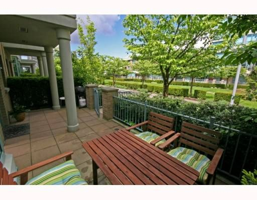 """Photo 2: Photos: TH4 1889 ROSSER Avenue in Burnaby: Brentwood Park Townhouse for sale in """"THE BUCHANAN"""" (Burnaby North)  : MLS®# V767507"""