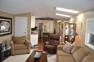 Photo 3: 99 7583 Central Saanich Rd in : CS Hawthorne Manufactured Home for sale (Central Saanich)  : MLS®# 863856
