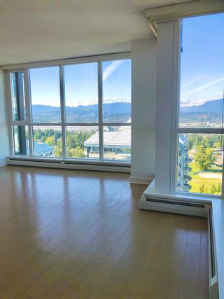 """Photo 7: 2410 10777 UNIVERSITY Drive in Surrey: Whalley Condo for sale in """"CITYPOINT"""" (North Surrey)  : MLS®# R2588021"""