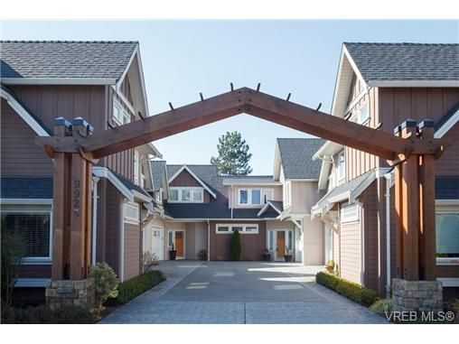 Main Photo: 2 9926 Resthaven Dr in SIDNEY: Si Sidney North-East Row/Townhouse for sale (Sidney)  : MLS®# 665407