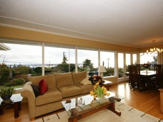 """Photo 12: 2095 MATHERS Avenue in West Vancouver: Ambleside House for sale in """"AMBLESIDE"""" : MLS®# V1078754"""