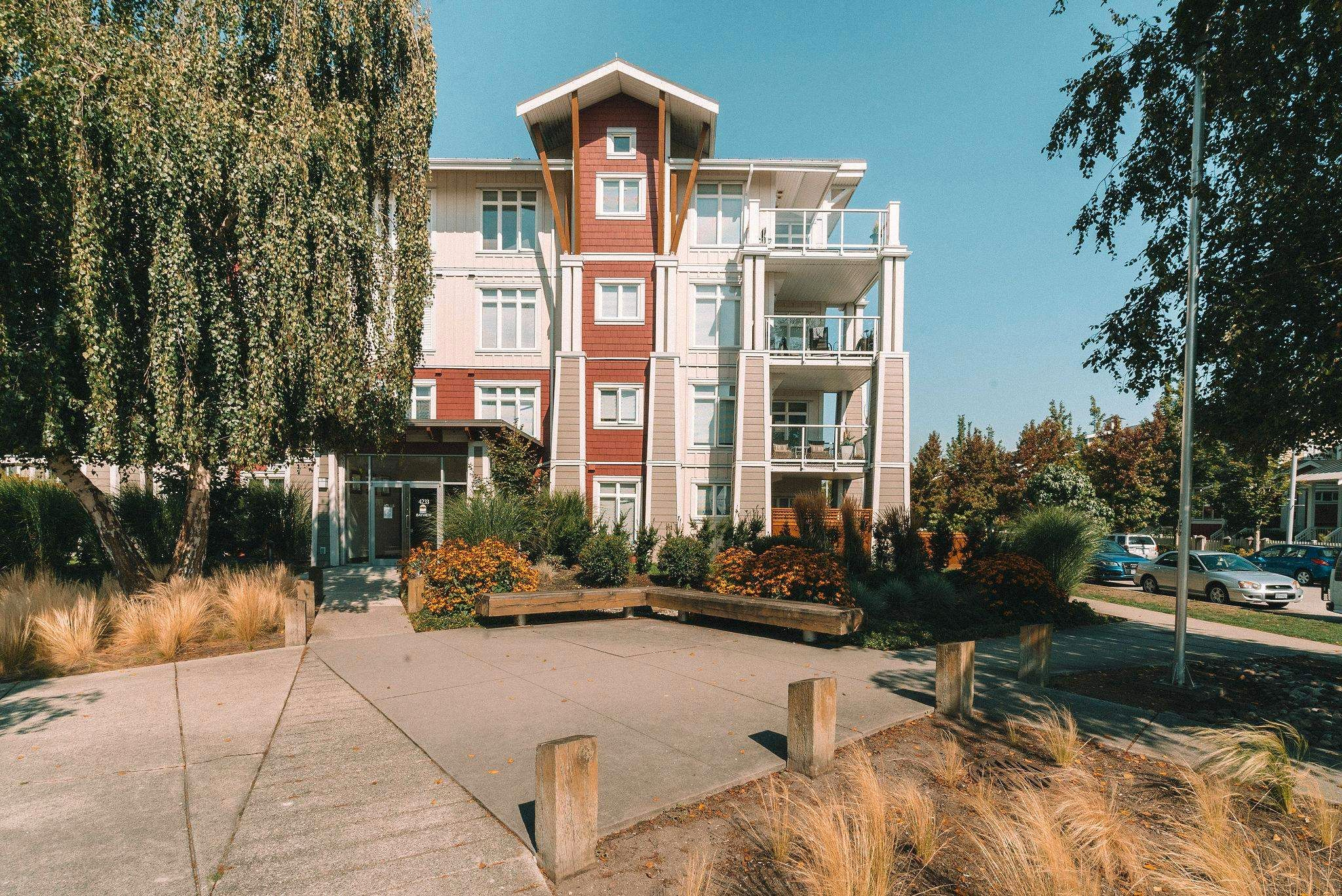 """Main Photo: 109 4233 BAYVIEW Street in Richmond: Steveston South Condo for sale in """"The Village"""" : MLS®# R2616762"""