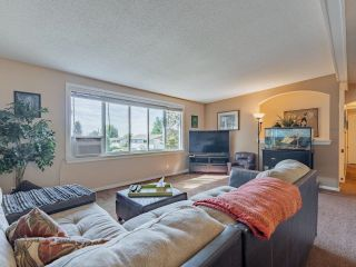Photo 4: 8260 VIOLA Place in Mission: Mission BC House for sale : MLS®# R2615740