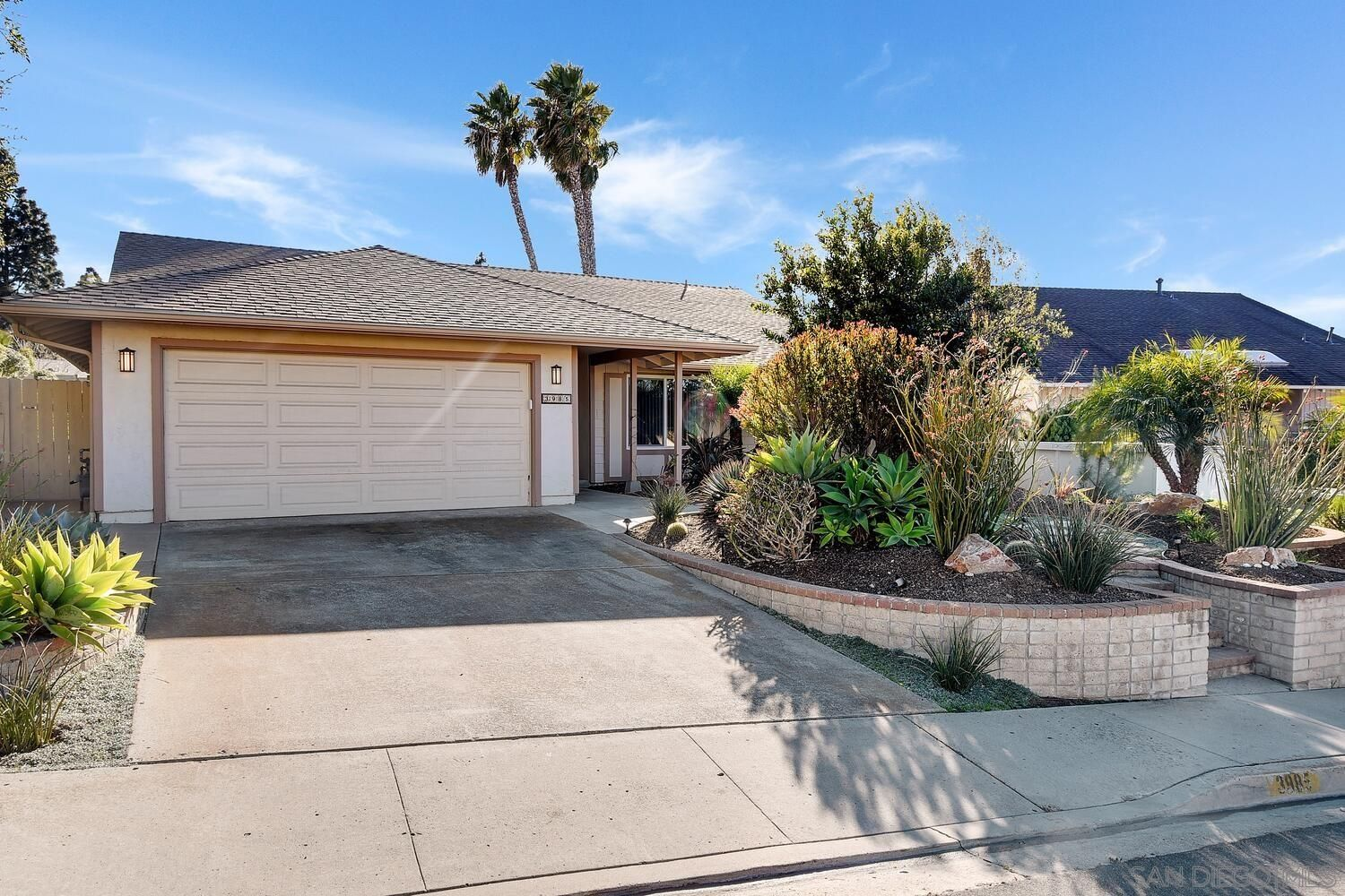 Main Photo: UNIVERSITY CITY House for sale : 4 bedrooms : 3985 Calgary Avenue in San Diego